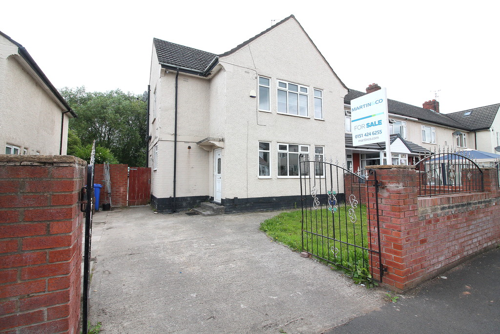 3 Bedrooms Property for sale in Stewards Ave, Widnes WA8
