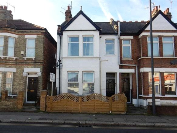 2 Bedrooms Flat for sale in Headstone Road Harrow Middlesex HA1