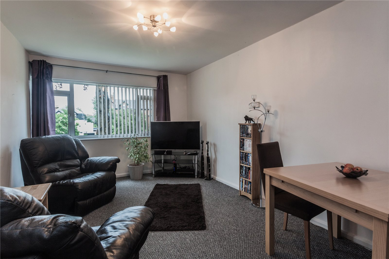 2 Bedrooms Flat for sale in The Cedars Hucclecote Road Gloucester GL3