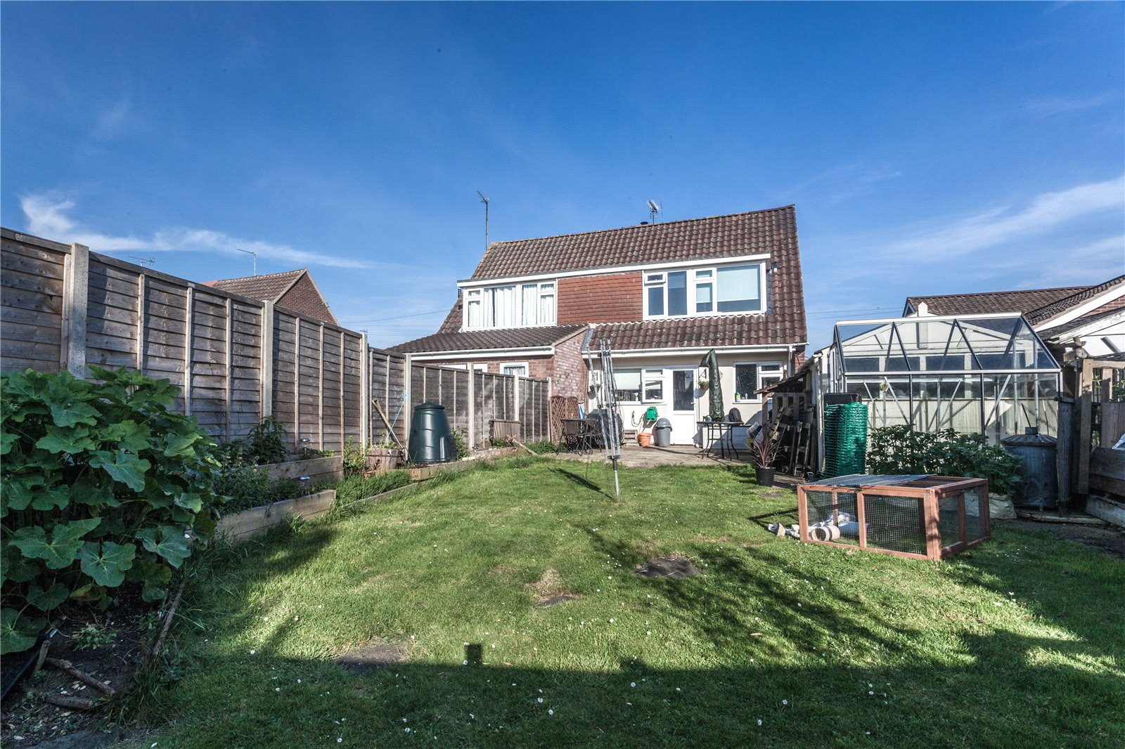 3 Bedrooms Semi Detached House for sale in Chosen Way Hucclecote Gloucester GL3