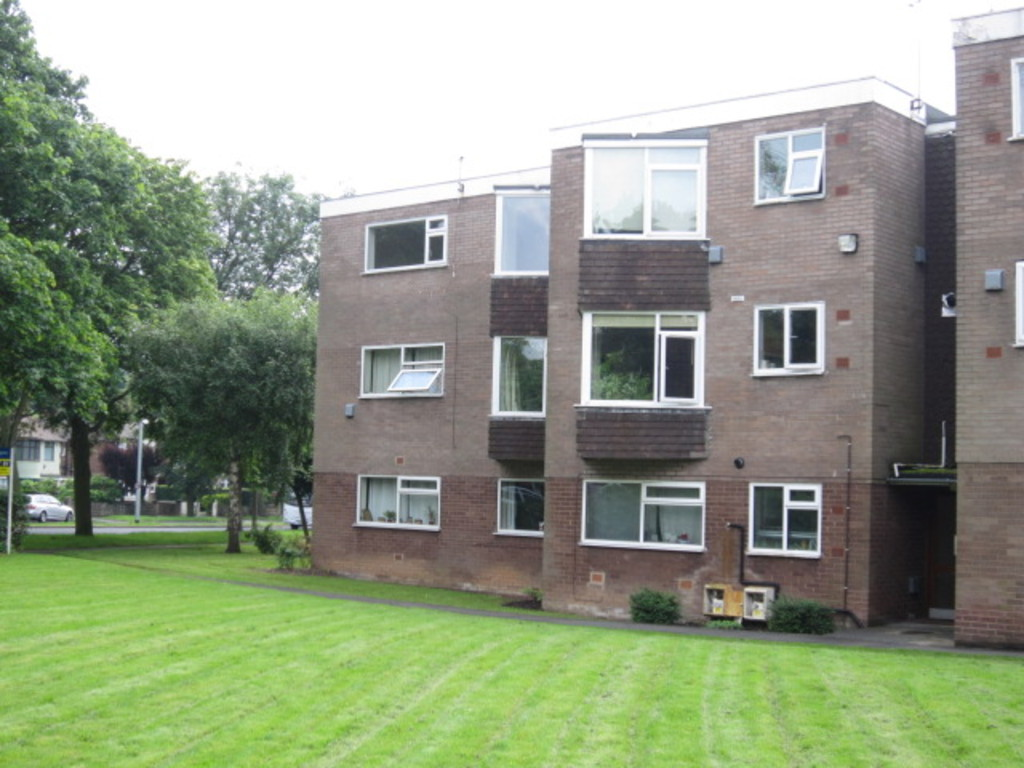 2 Bedrooms Apartment Flat for sale in Moorfields Court, Scott Hall Road LS17