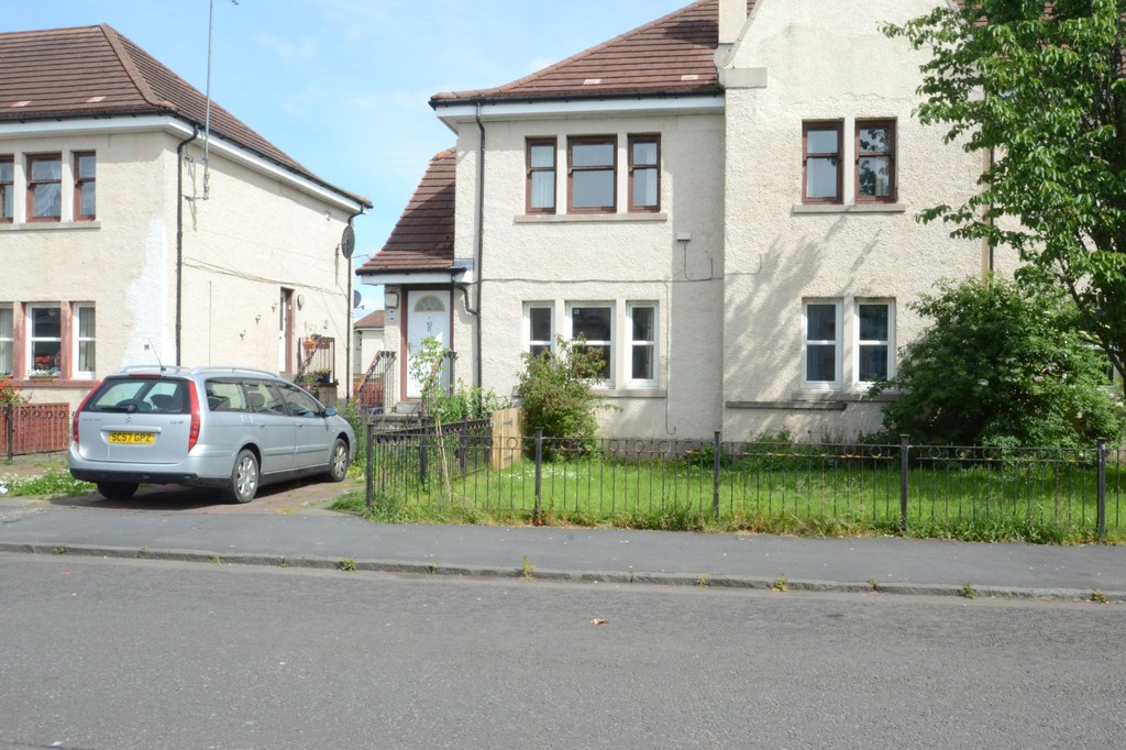 4 Bedrooms Apartment Flat for sale in Woodside Road, Raploch FK8