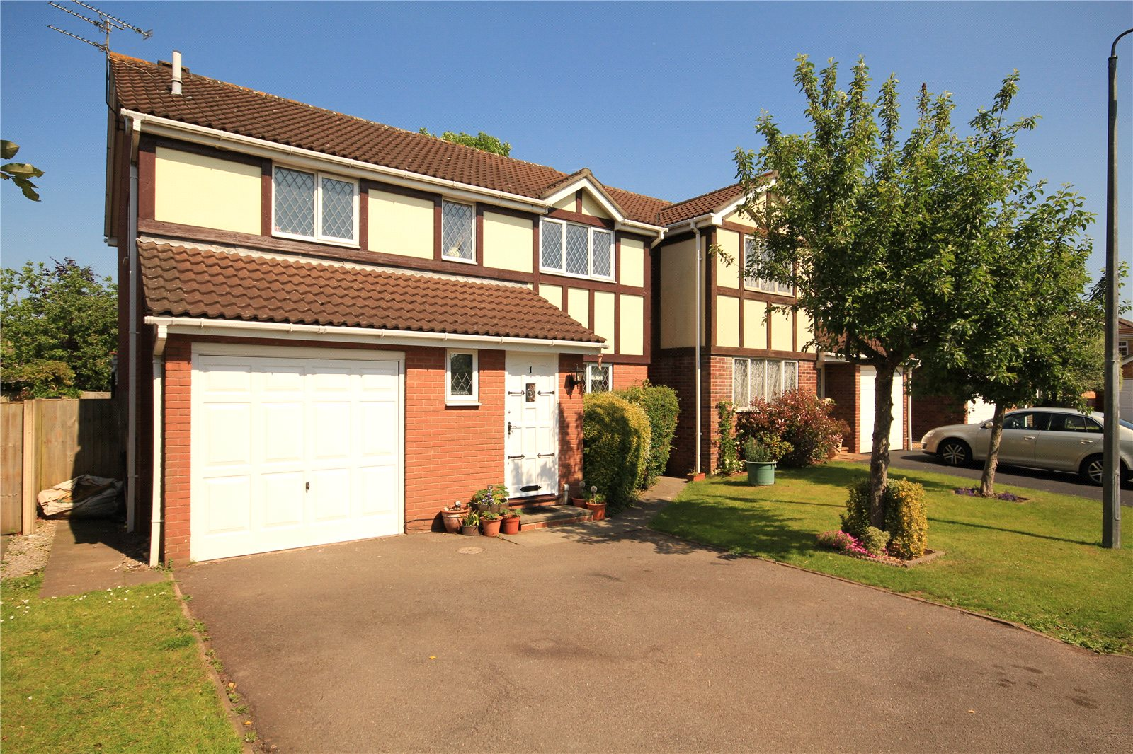 4 Bedrooms Detached House for sale in Haydock Close Downend Bristol BS16