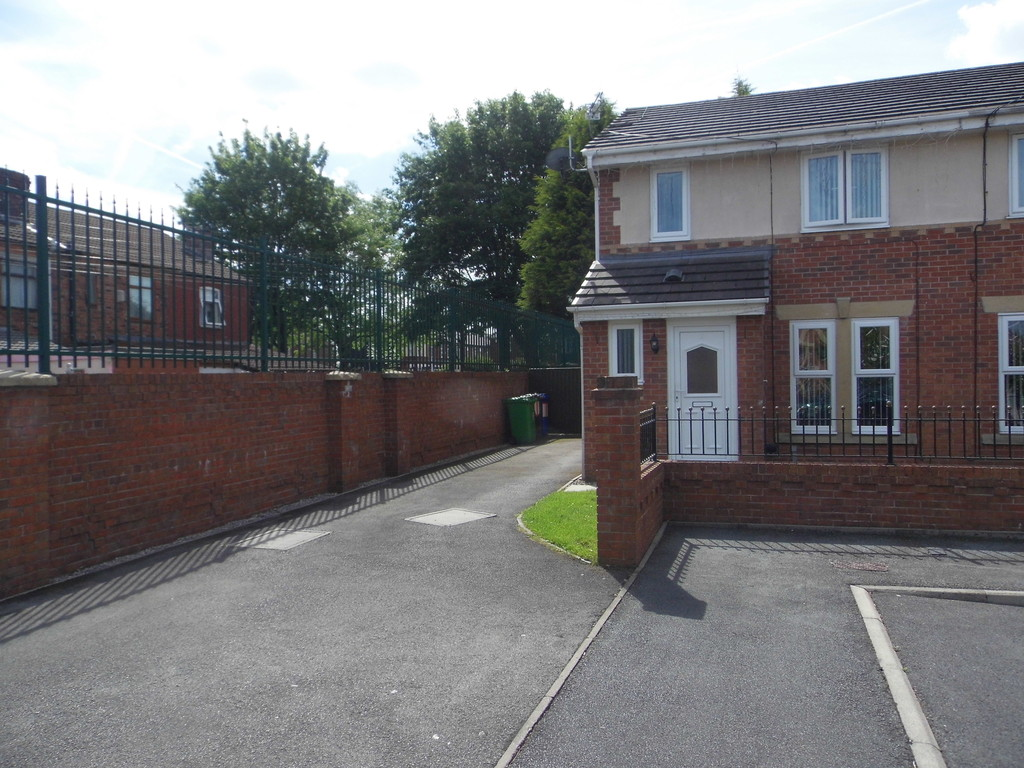 3 Bedrooms Property for sale in Dalesman Close, Moston, M9 M9