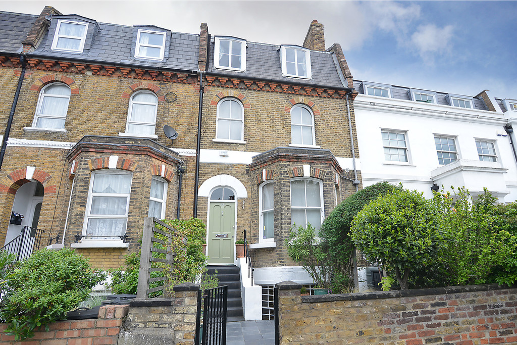 4 Bedrooms Terraced House for sale in Old Devonshire Road SW12