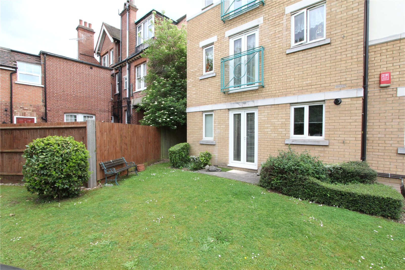 2 Bedrooms Flat for sale in Orchid Court 286 High Road Harrow HA3