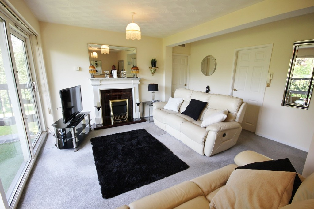 2 Bedrooms Apartment Flat for sale in Norfolk Park Drive, Norfolk Park, Sheffield S2