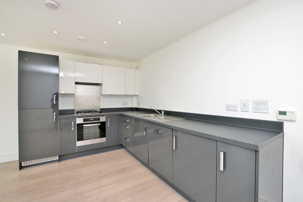 2 Bedrooms Apartment Flat for sale in Town Lane, Stanwell TW19