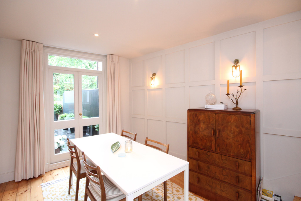 3 Bedrooms Apartment Flat for sale in Stockwell Road, London, SW9
