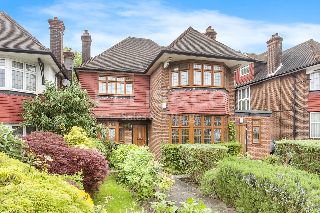 5 Bedrooms Detached House for sale in Manor Hall Avenue London NW4