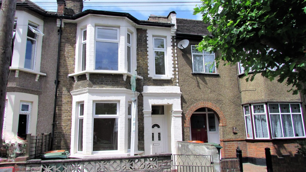 3 Bedrooms Terraced House for sale in Park Grove, Stratford E15 E15