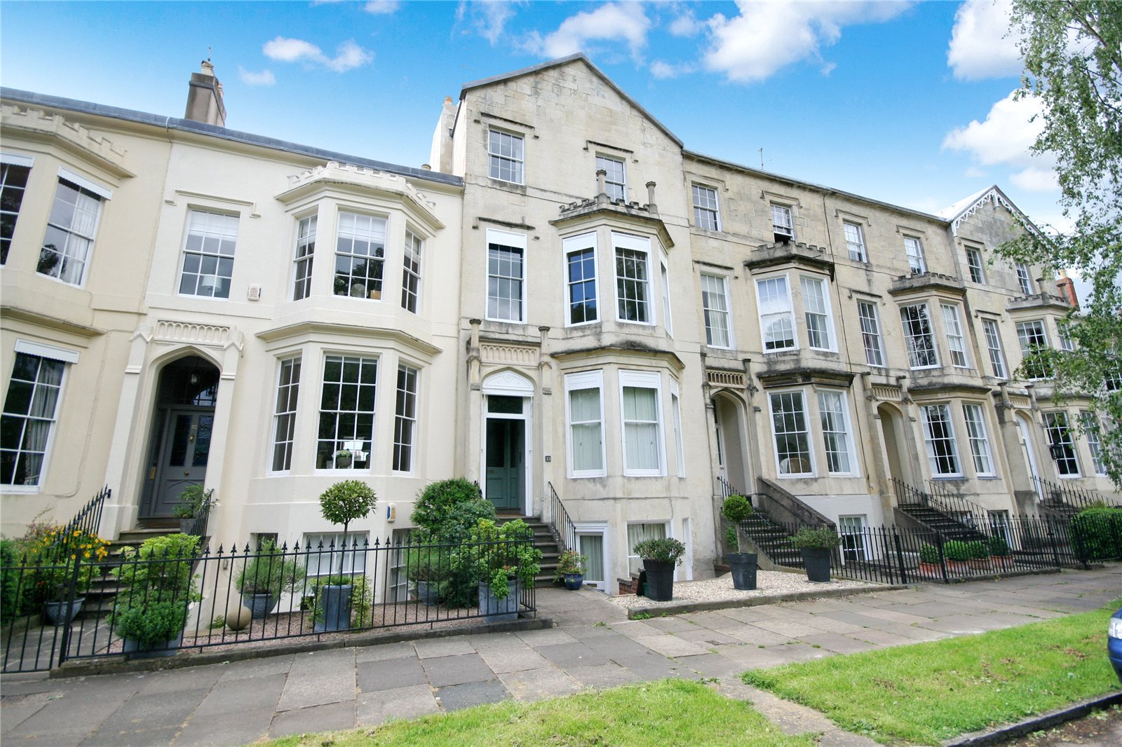 2 Bedrooms Flat for sale in Clarence Square Cheltenham GL50