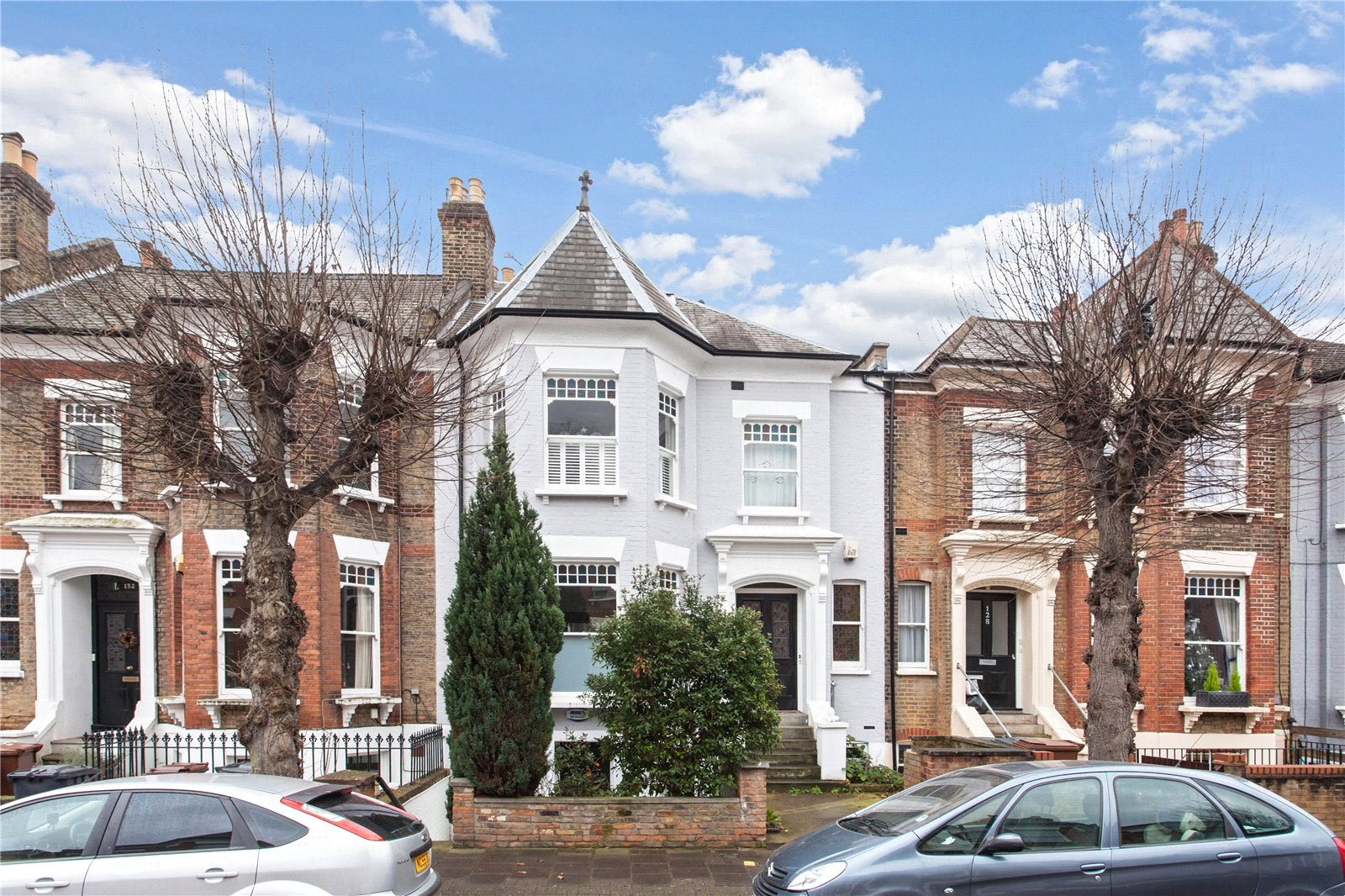 2 Bedrooms Flat for sale in Osbaldeston Road London N16