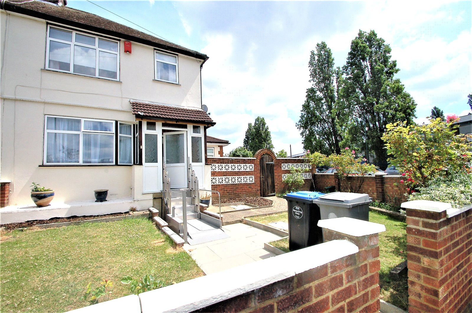 3 Bedrooms Terraced House for sale in Newcombe Park Wembley HA0