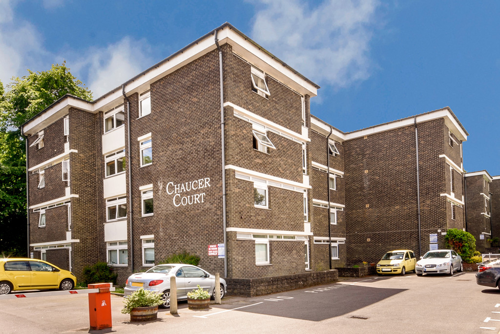 2 Bedrooms Apartment Flat for sale in Chaucer Court, New Dover Road CT1