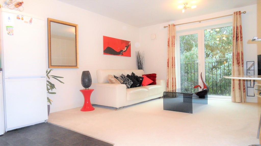 2 Bedrooms Apartment Flat for sale in London Road, Ashford TW15