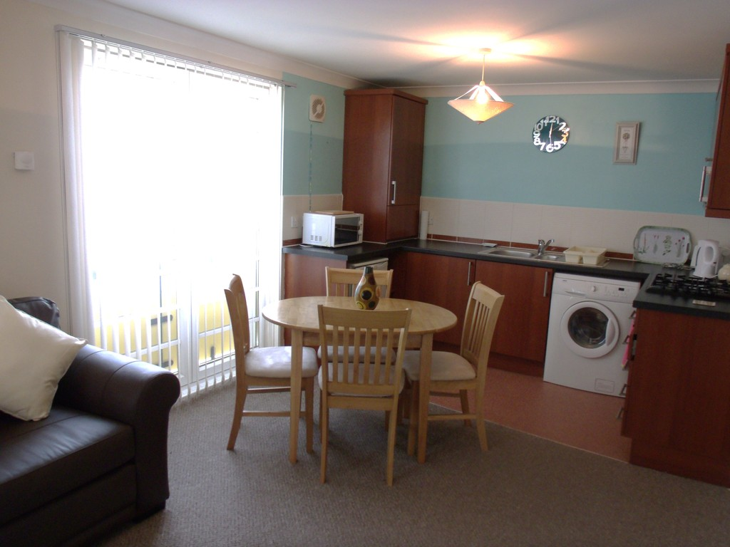 2 Bedrooms Apartment Flat for sale in Whiteside Court, Bathgate EH48