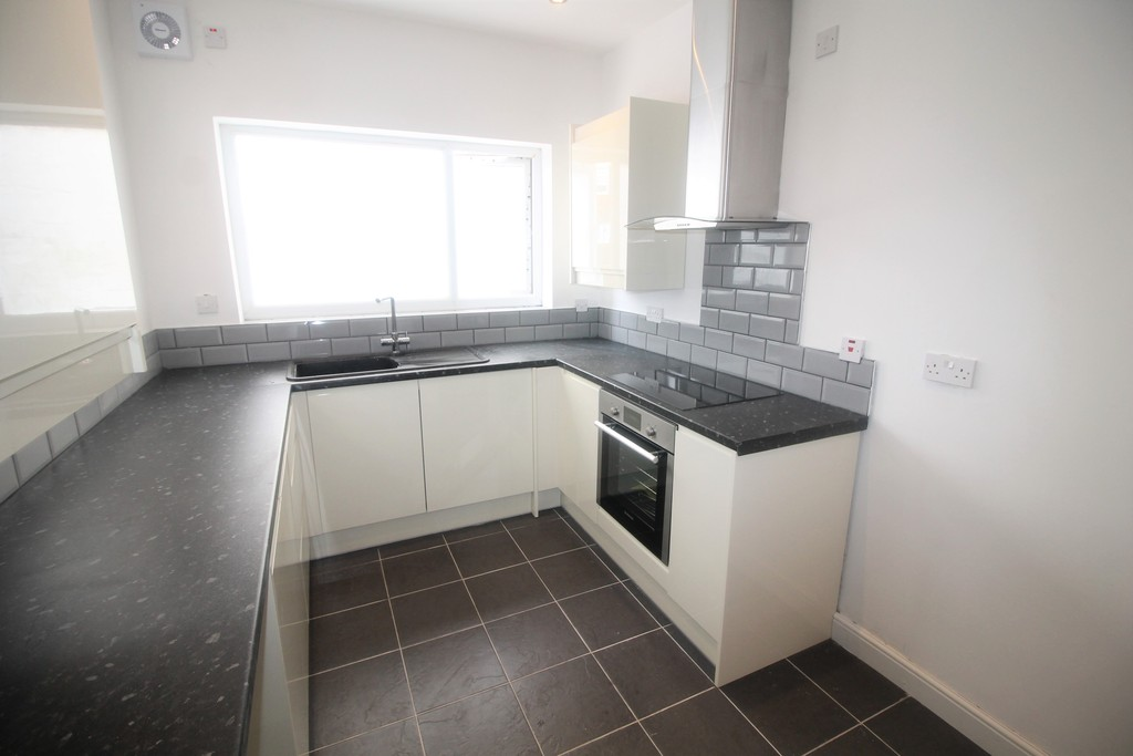 3 Bedrooms Terraced House for sale in Watch House Lane, Doncaster DN5
