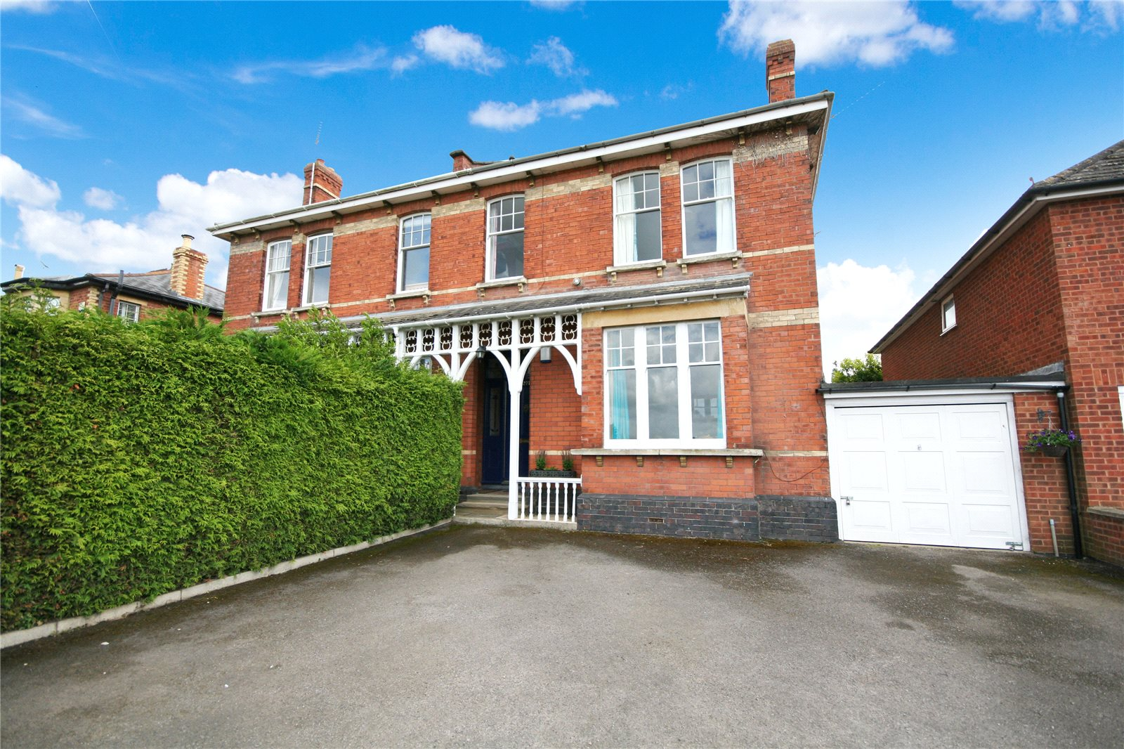 4 Bedrooms Semi Detached House for sale in Prestbury Road Cheltenham GL52