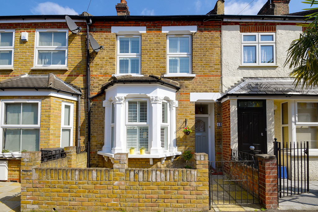 4 Bedrooms Terraced House for sale in Woodford Green, Essex IG8