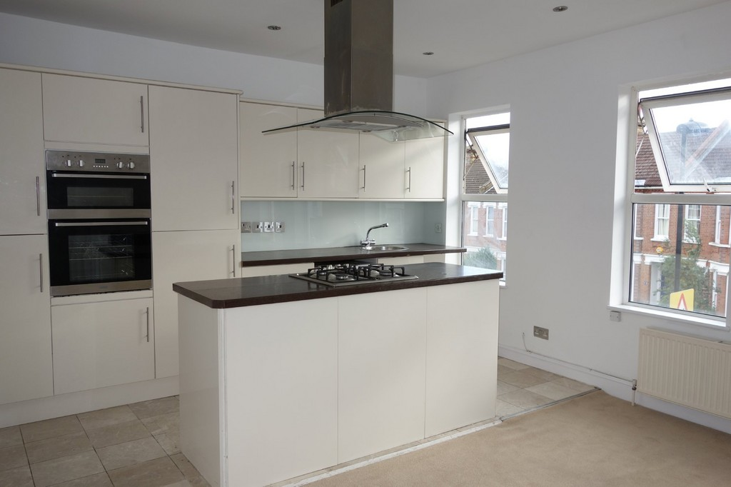 4 Bedrooms Flat for sale in Wolfington Road, West Norwood SE27