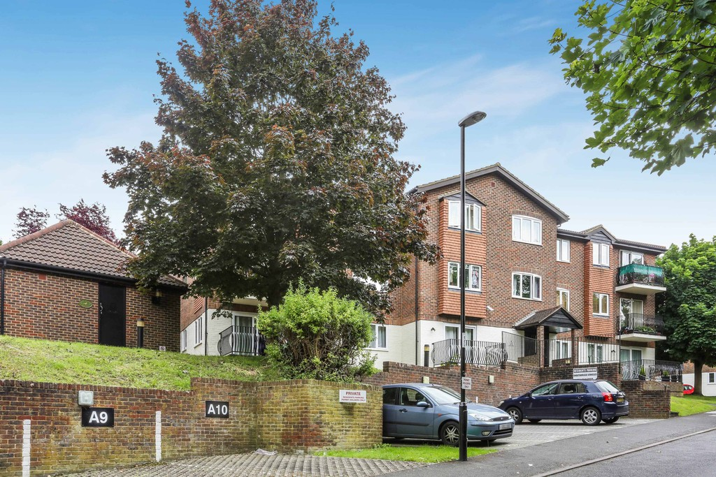 2 Bedrooms Apartment Flat for sale in Birchend Close, South Croydon CR2