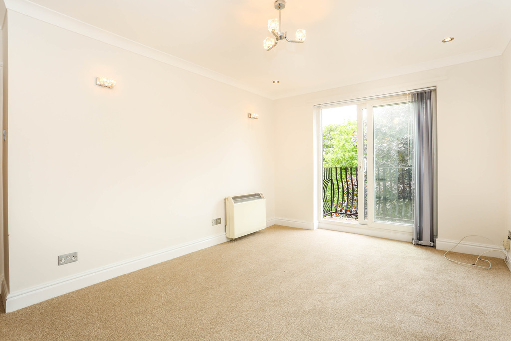 2 Bedrooms Flat for sale in Birchend Close, South Croydon CR2