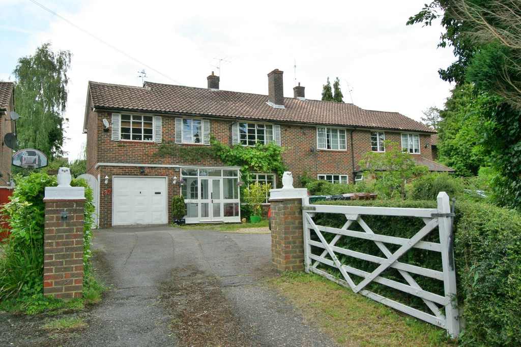 4 Bedrooms Property for sale in Merstham, Surrey RH1