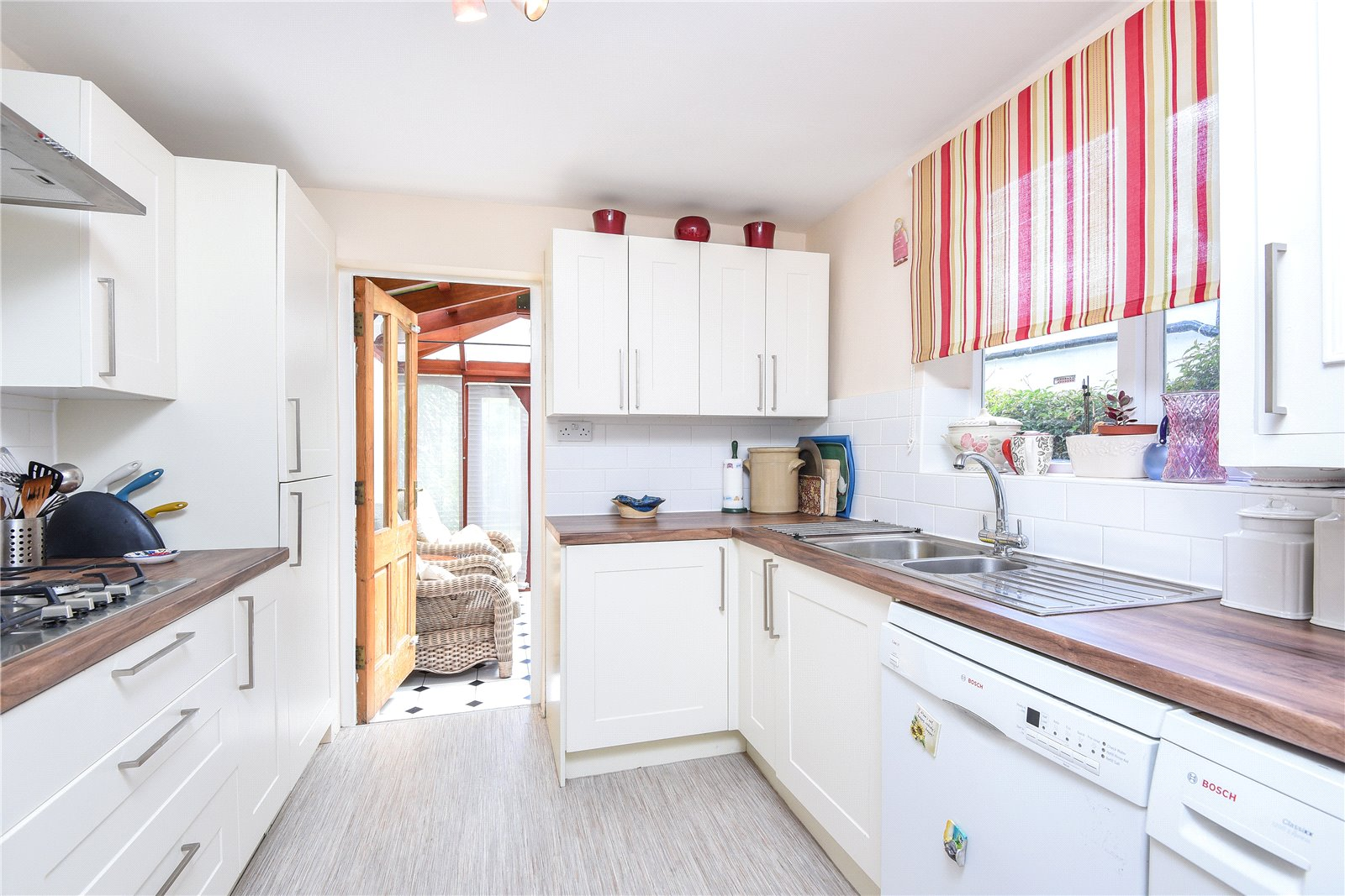 2 Bedrooms Terraced House for sale in Stanley Road Bounds Green London N11