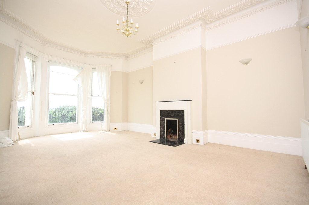 2 Bedrooms Apartment Flat for sale in Clifton Crescent, Folkestone CT20