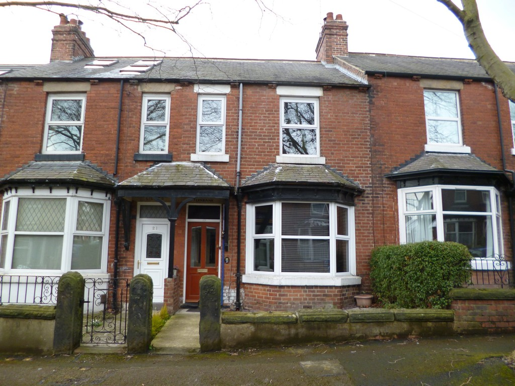 3 Bedrooms Terraced House for sale in Harrison Grove, Harrogate HG1