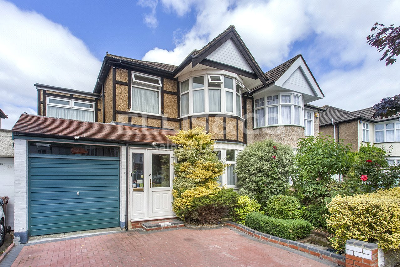 4 Bedrooms Semi Detached House for sale in Hunters Grove Kenton Harrow HA3