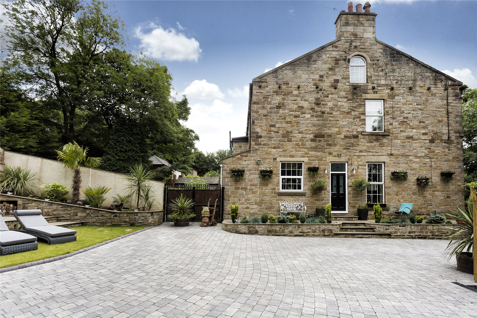 Whitegates Dewsbury 4 Bedroom House For Sale In Woodville