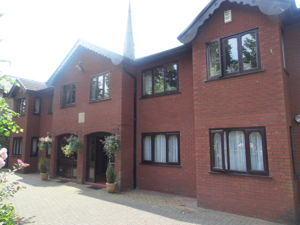 4 Bedrooms Apartment Flat for sale in Radnor House, Upper Park Road, Salford, M7 M7