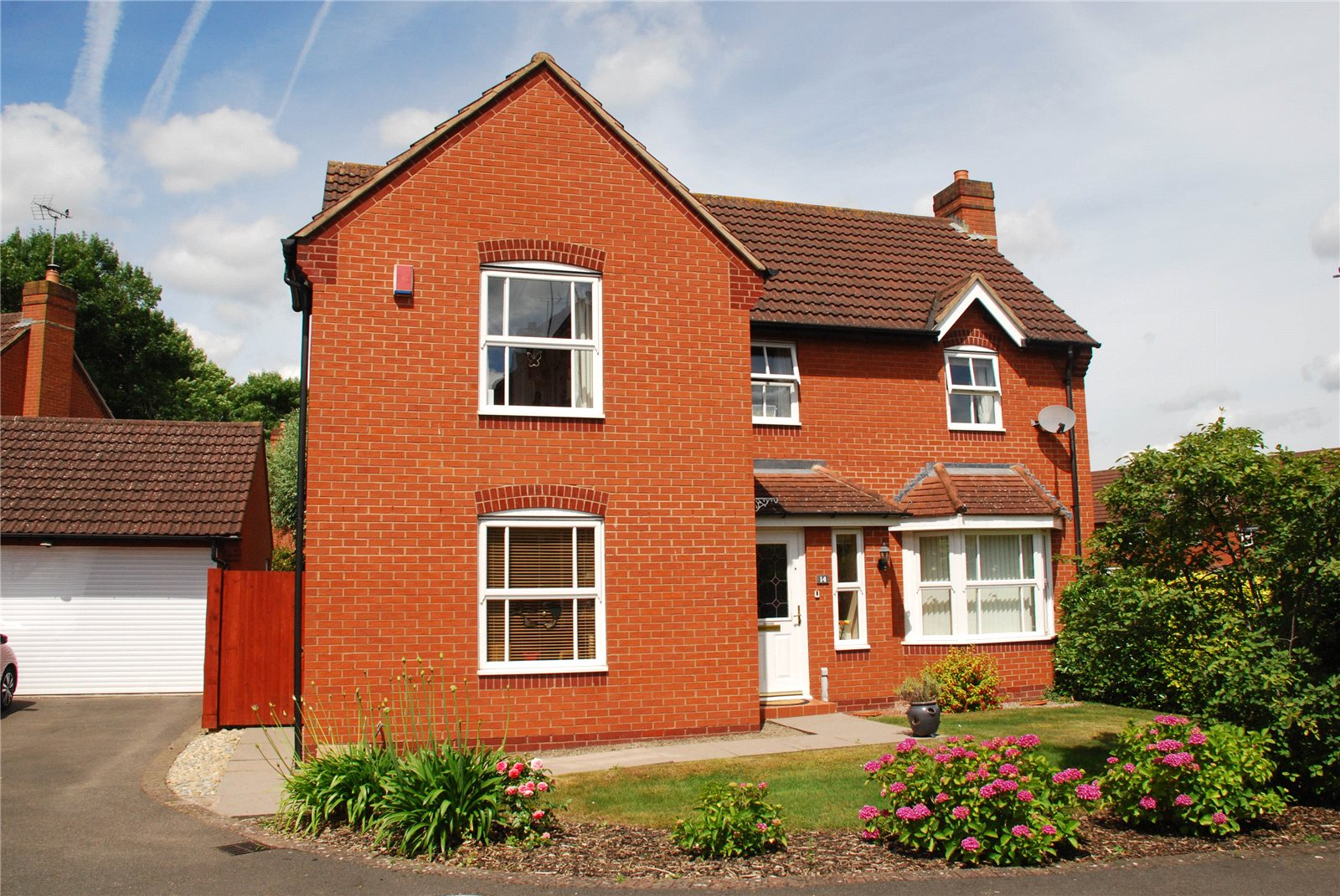 4 Bedrooms Detached House for sale in Kaskelot Way Hempsted Gloucester GL2