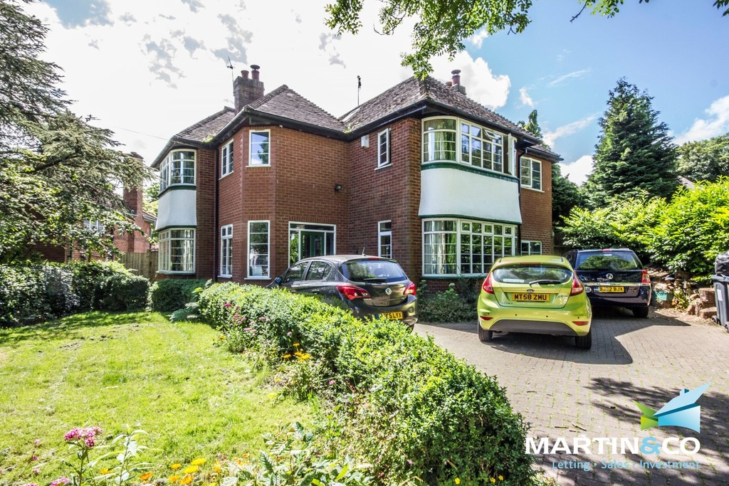 5 Bedrooms Detached House for sale in Green Road, Moseley, B13 B13