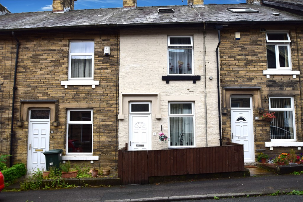 4 Bedrooms Terraced House for sale in 48 Clifton Place BD18