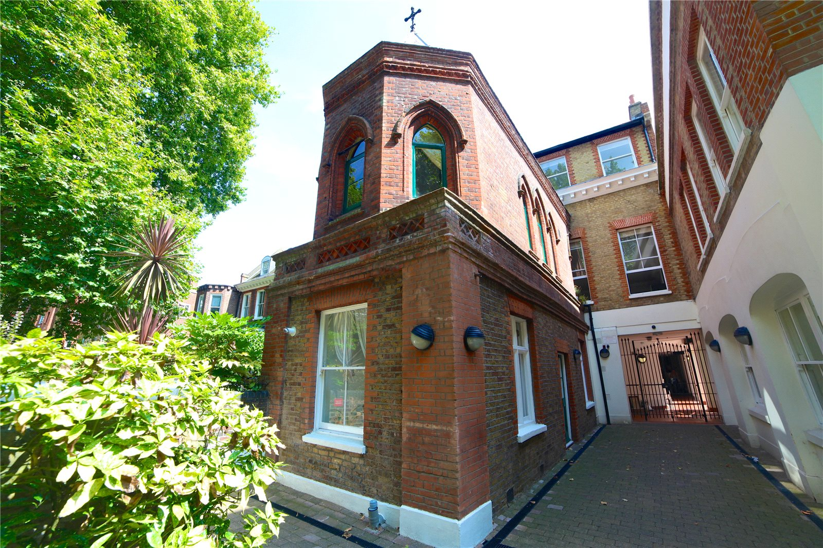 3 Bedrooms Flat for sale in University House 16 Victoria Park Square Bethnal Green E2