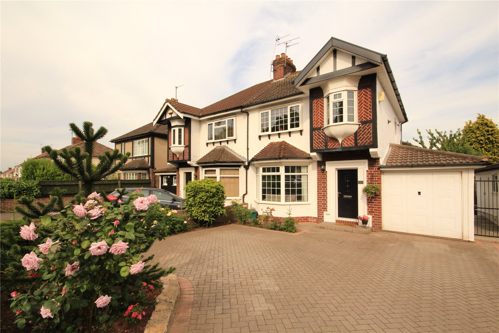 3 Bedrooms Semi Detached House for sale in Bromley Heath Road Bromley Heath Bristol BS16