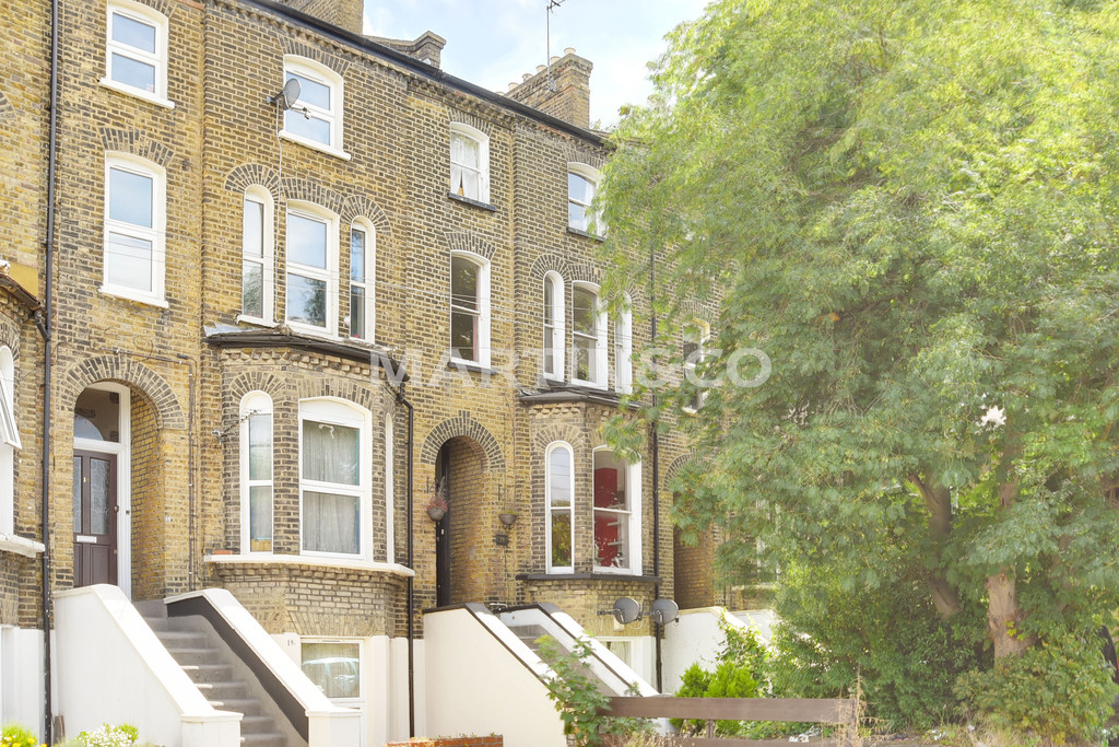 3 Bedrooms Property for sale in Holly Road, Wanstead E11