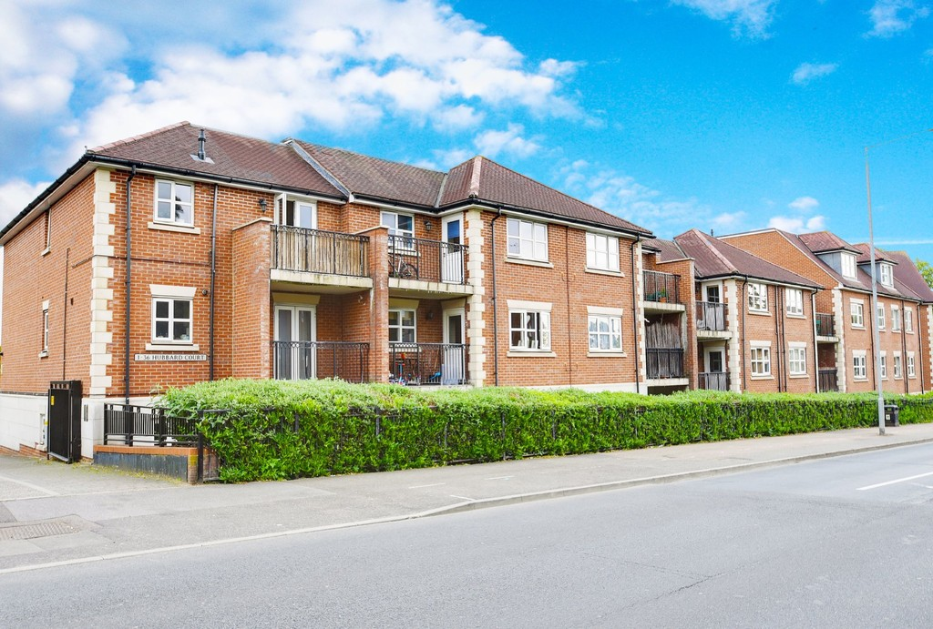 2 Bedrooms Apartment Flat for sale in Hubbard Court, Loughton IG10