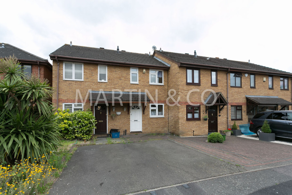 2 Bedrooms Terraced House for sale in Hazelwood Park Close, Chigwell IG7
