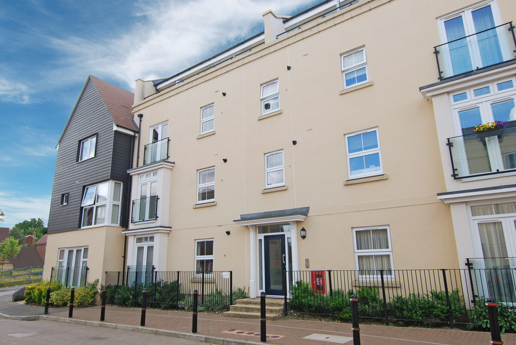 2 Bedrooms Apartment Flat for sale in Taylor Close, Tonbridge TN9