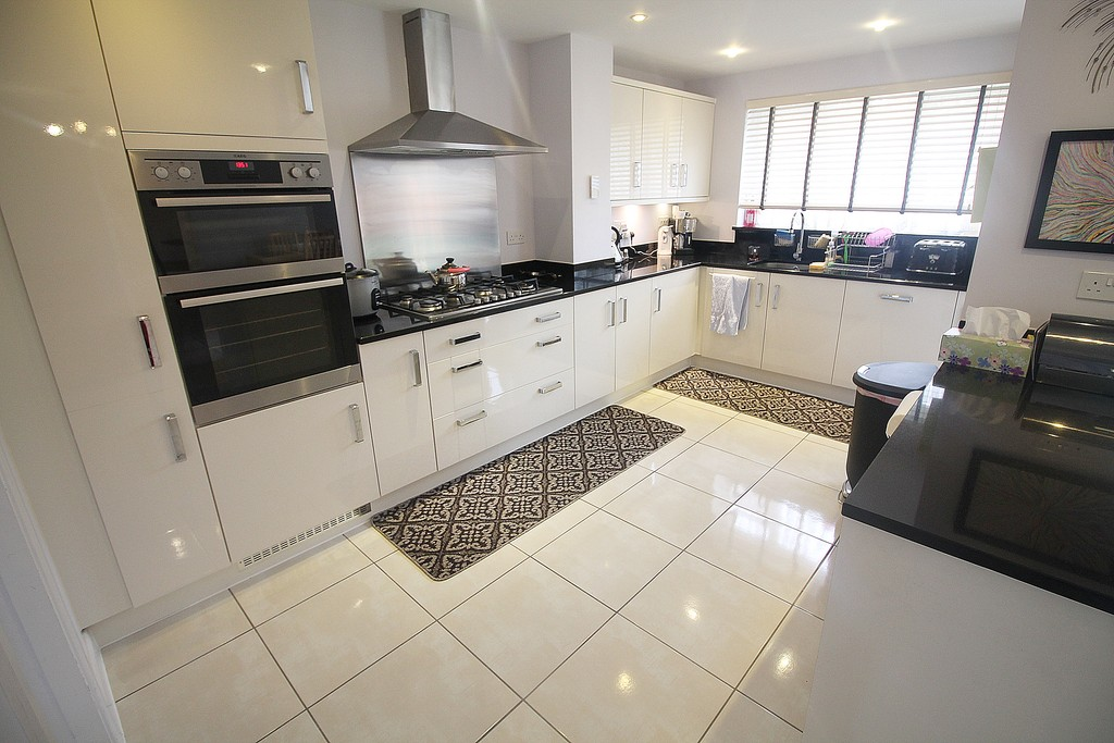 5 Bedrooms Detached House for sale in Maisemore Fields, Widnes WA8