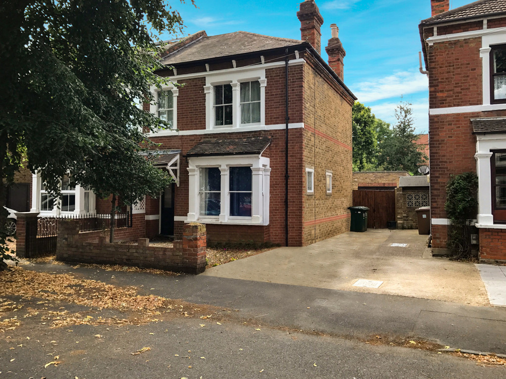 4 Bedrooms Property for sale in Sidney Road, Staines-upon-Thames TW18