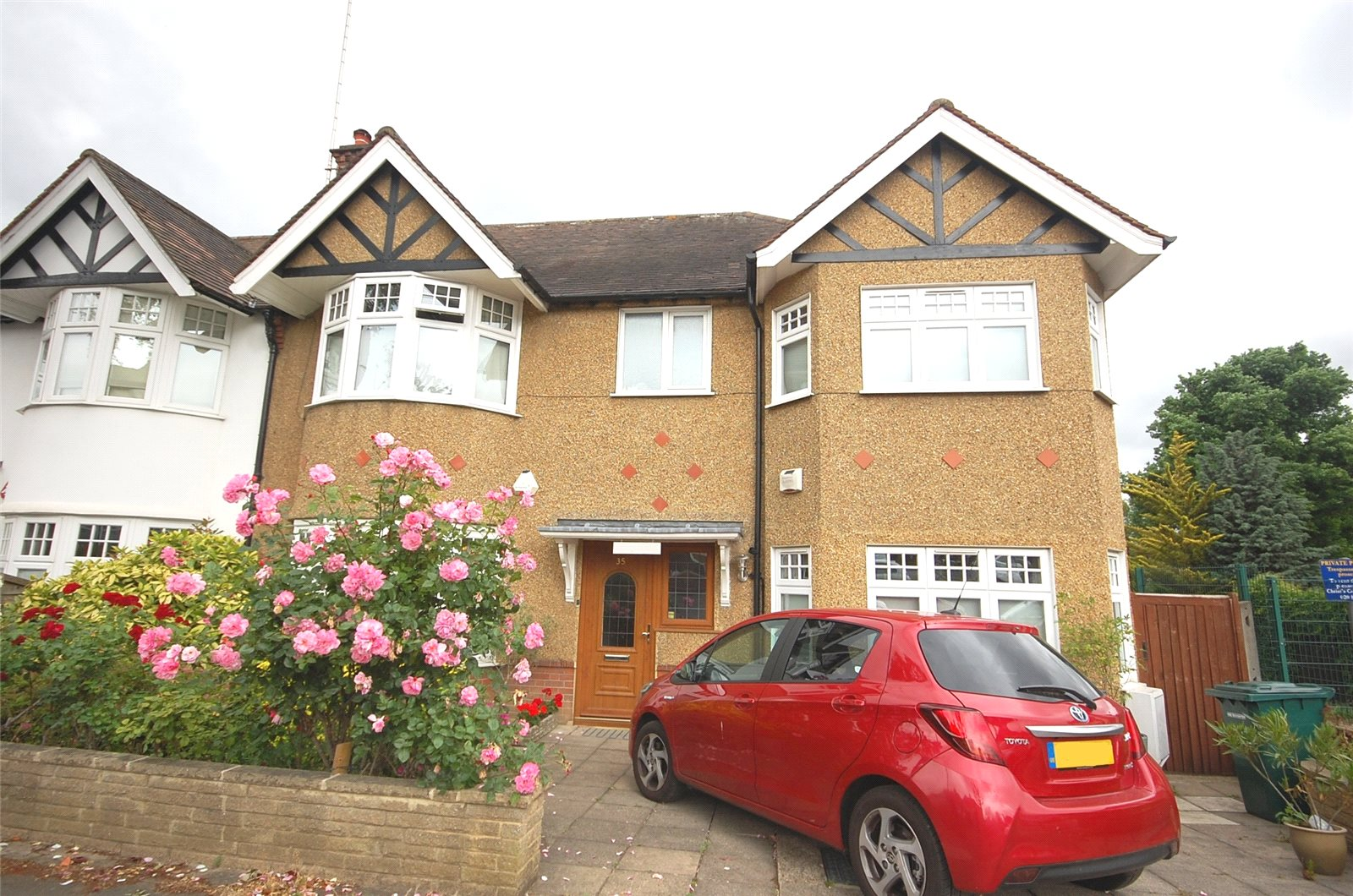 5 Bedrooms Semi Detached House for sale in Lyndhurst Gardens Finchley London N3