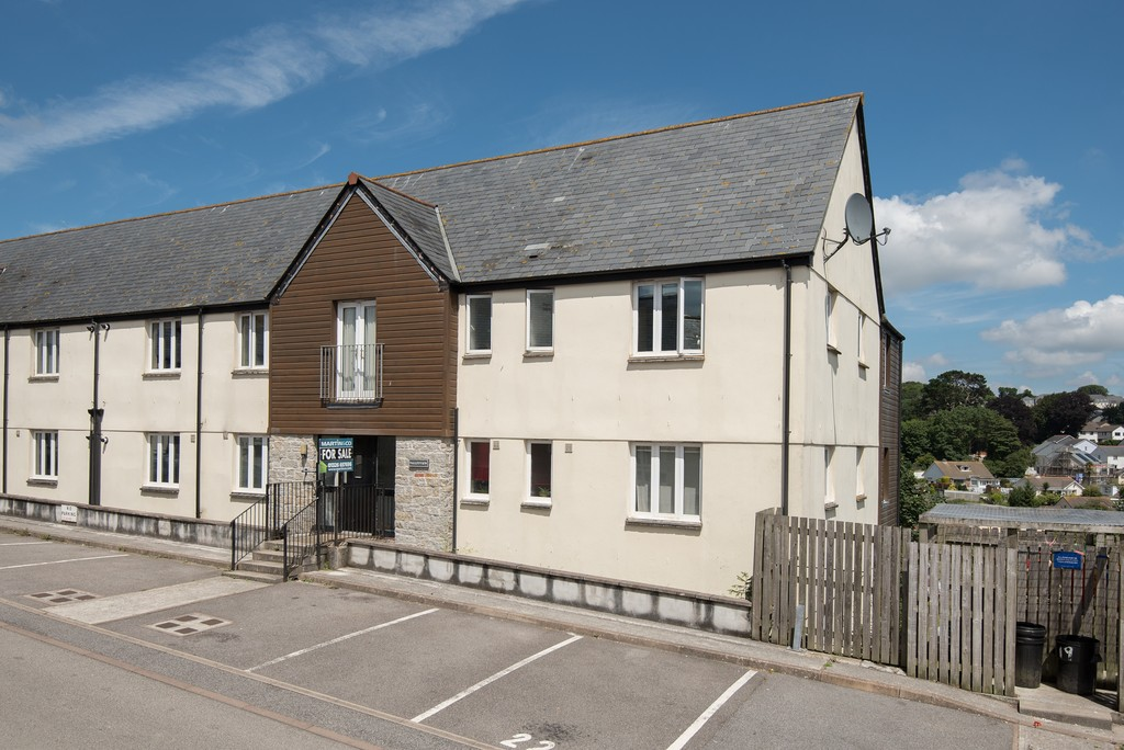 2 Bedrooms Apartment Flat for sale in Calver Close, Penryn, Cornwall TR10