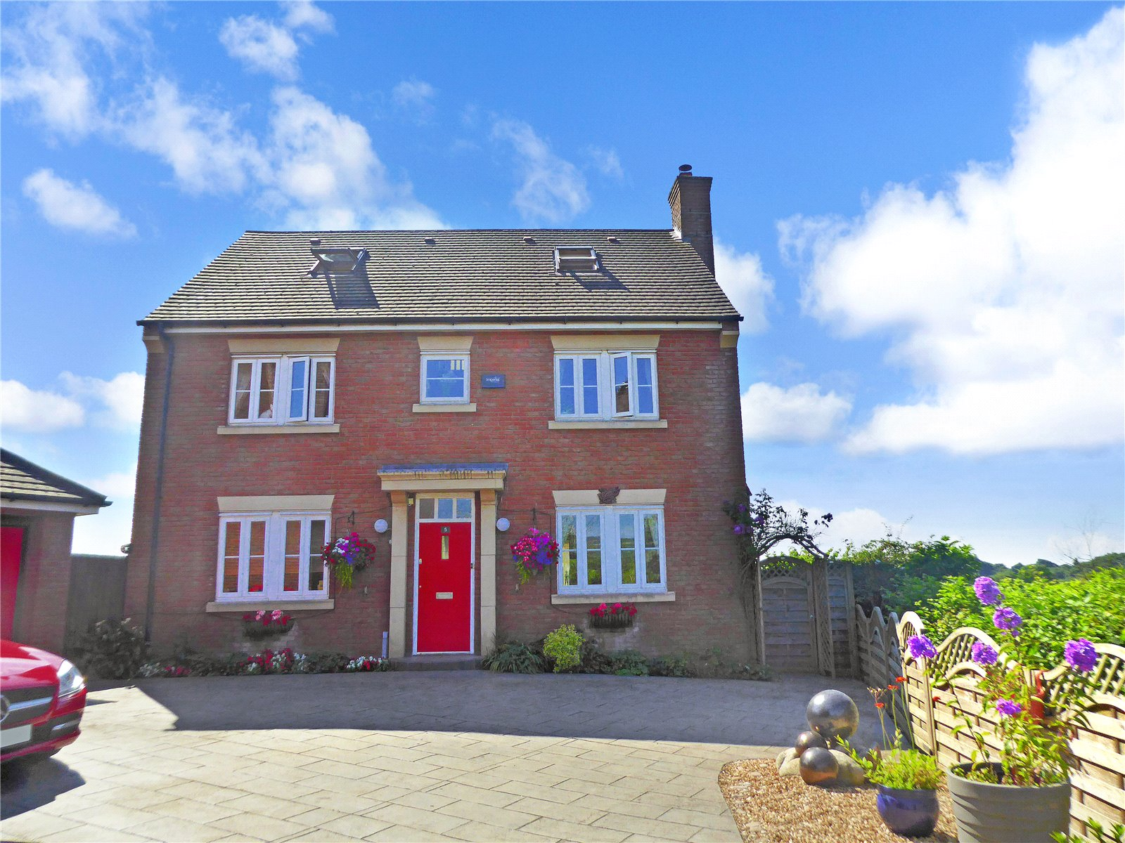 5 Bedrooms Detached House for sale in Pencoed View Llanmartin Newport NP18