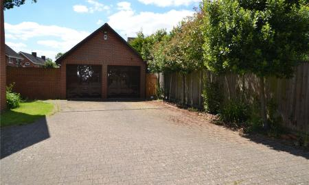 Deerhurst Close Calcot Reading RG31 Image 19