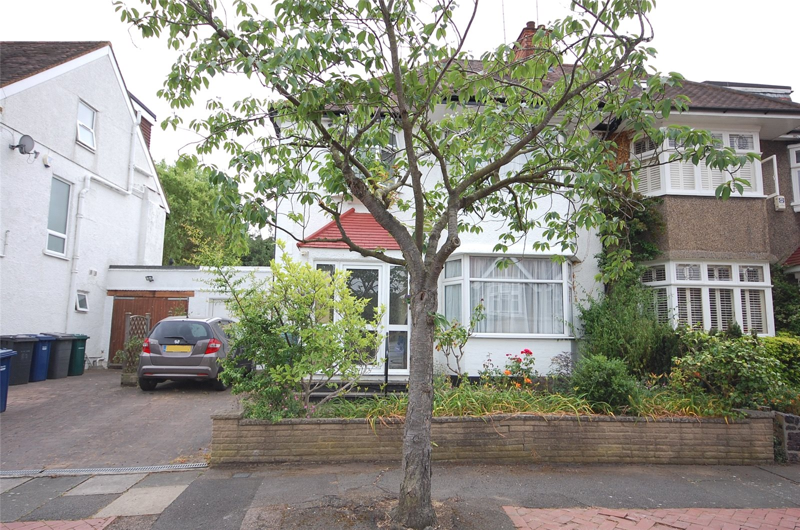 3 Bedrooms Semi Detached House for sale in Claremont Park Finchley London N3